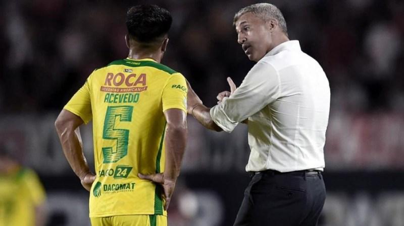 Defensa, dirigido por Crespo, tuvo un mal debut en el torneo.