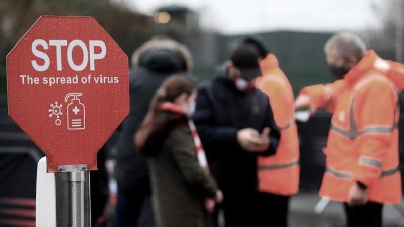 El número de casos de coronavirus en el Reino Unido disminuyó este lunes por sexto día consecutivo.