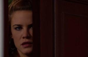 Sally spia Wyatt e Hope