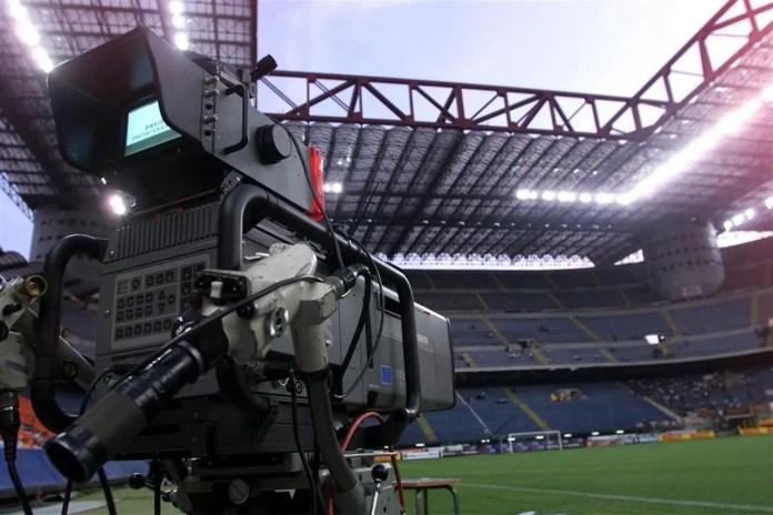 Diritti tv Serie A, febbraio mese cruciale. Sky per tribunali, i presidenti tifano per la pay-tv
