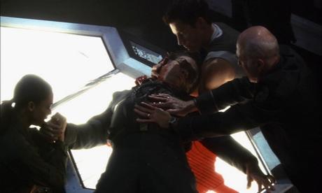battlestar-galactica-boomer spara adama