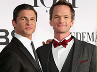 neil-patrick-harris-tony-awards-2013-red-carpet-with-david-burtka-02