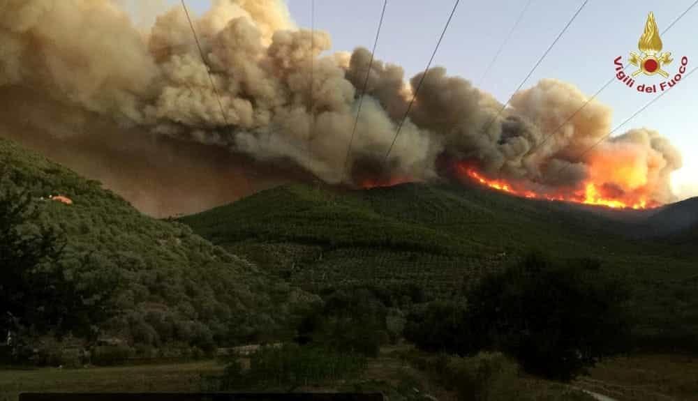 Nessuna diossina né idrocarburi nell'aria dopo l'incendio sul monte Serra nel pisano. I dati di Arpat