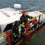motovedetta guardia costiera ed imbarco vigili del fuoco