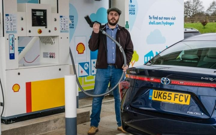 UK's first motorway hydrogen filling station opens 21/02/2017 at Cobham on M25