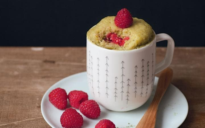 White chocolate raspberry and macha tea mug cake