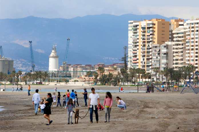 Malagueta Beach reopened to parents of young children
