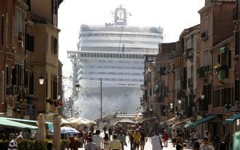 Afbeeldingsresultaat voor MSC Divina in Venetie
