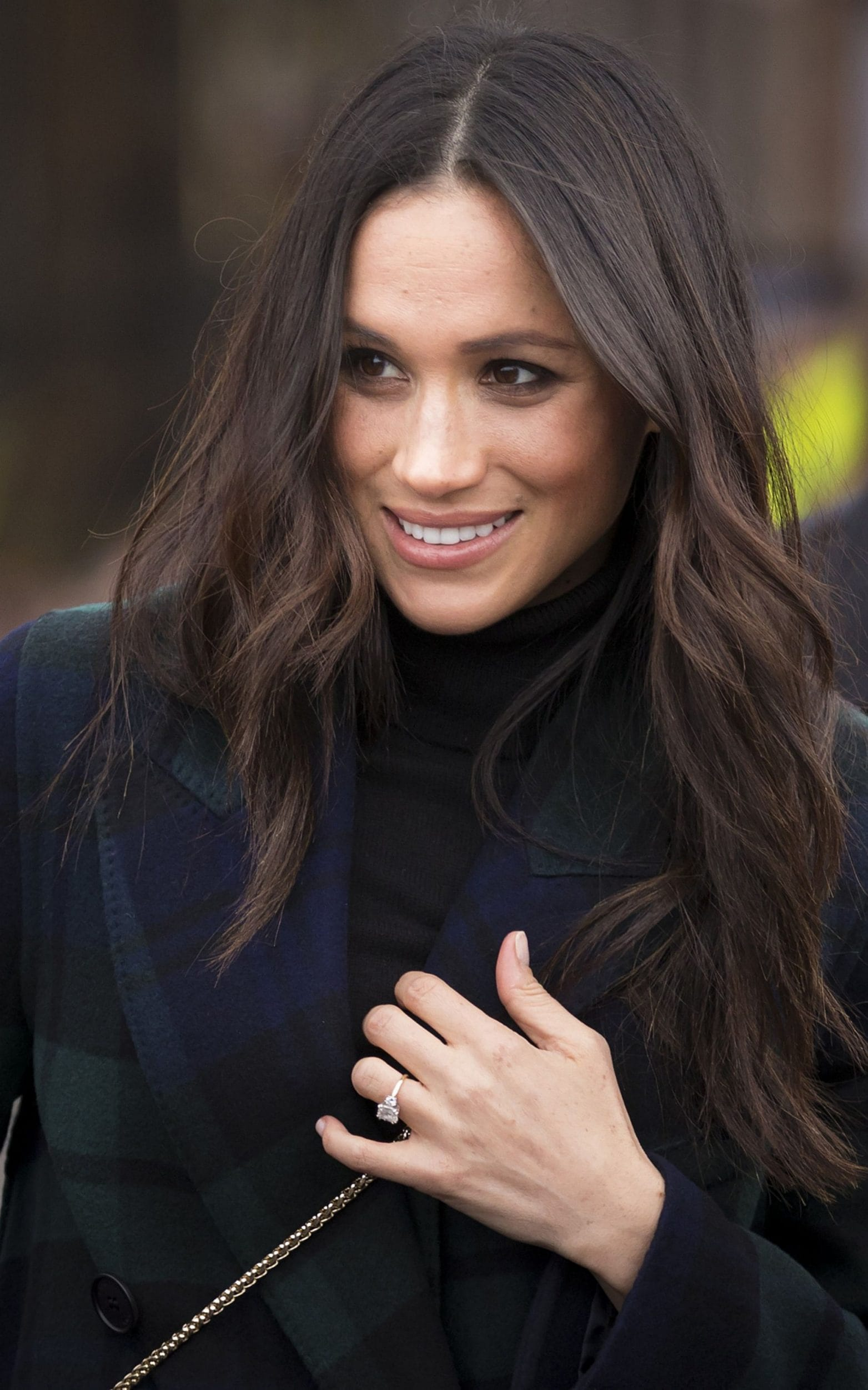 Meghan Markle showcases elegant waves during a walkabout ...