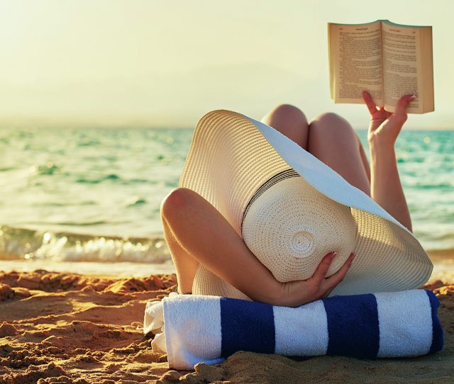 Looking For A Beach Read For Your Summer Holiday Check Out These 10 Hot