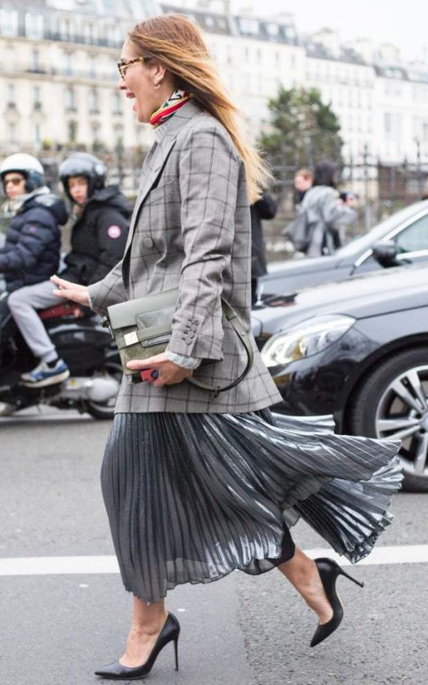 The groutfit (head to toe grey) is a chic way of tackling officewear