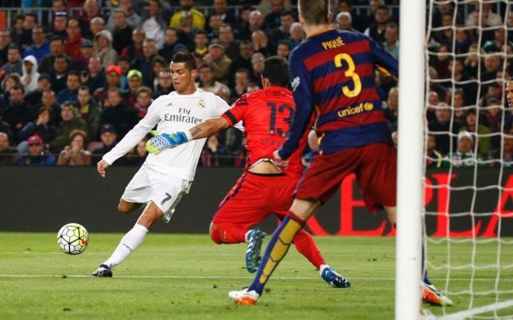 Ronaldo scores for Real Madrid in El Clasico