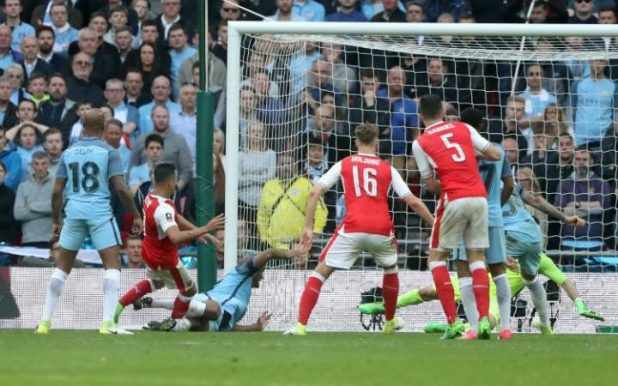 Alexis Sanchez scores in extra time against Manchester City