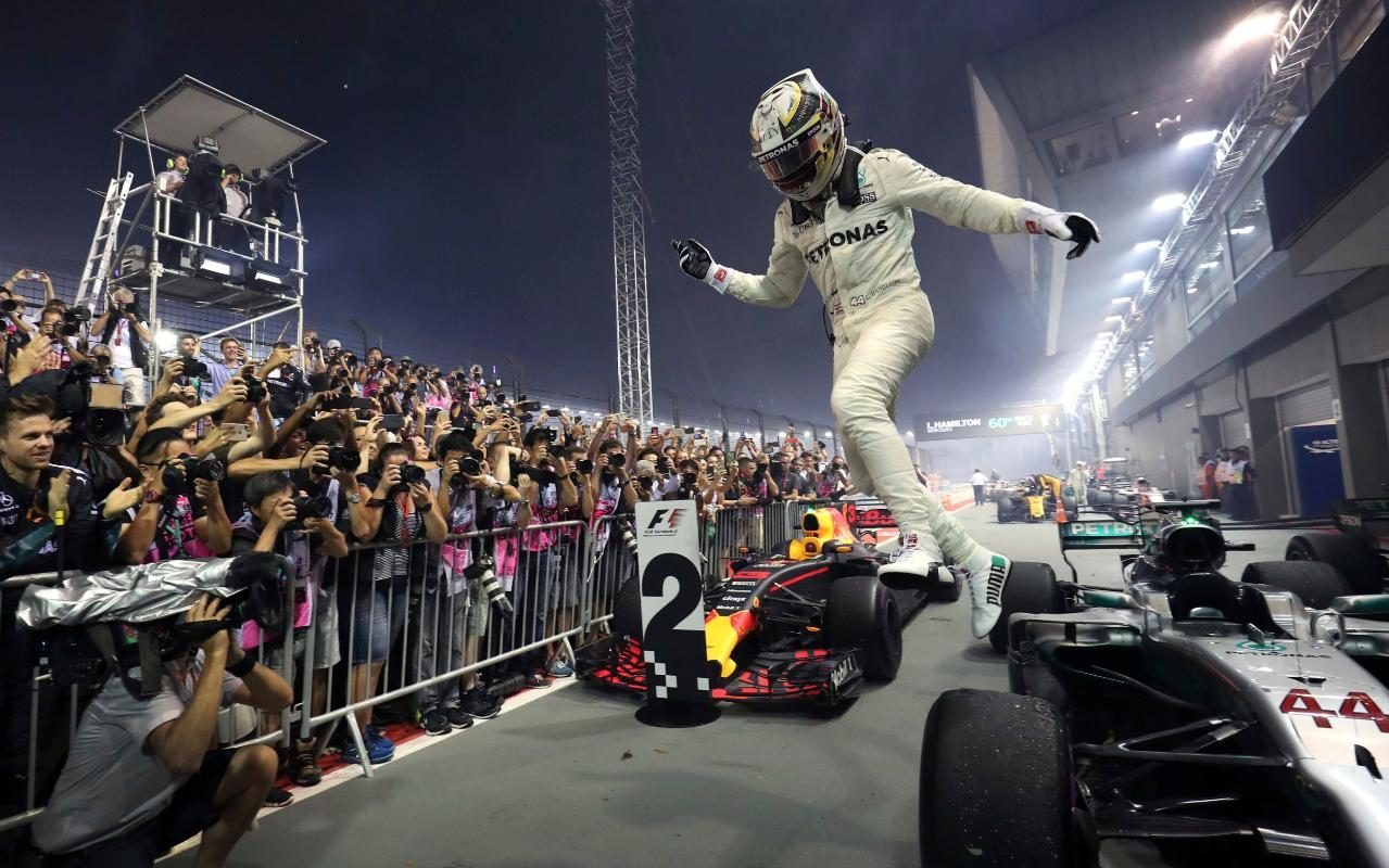 Lewis Hamilton Gifted A Miracle By Sebastian Vettels