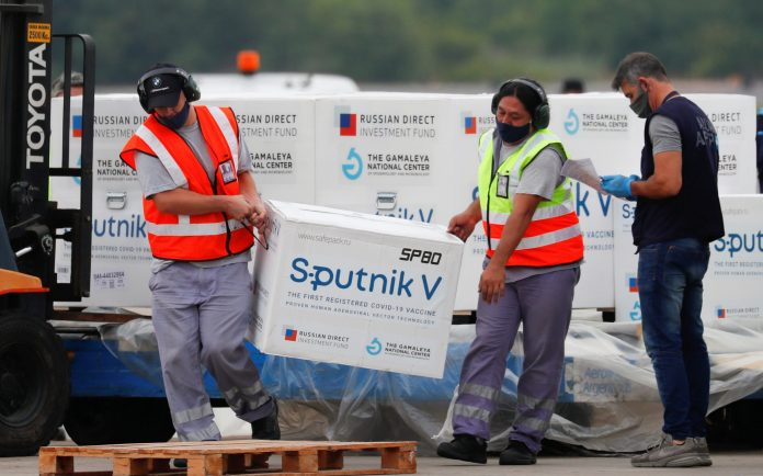 Doses of the Sputnik vaccine arrive in Argentina in January
