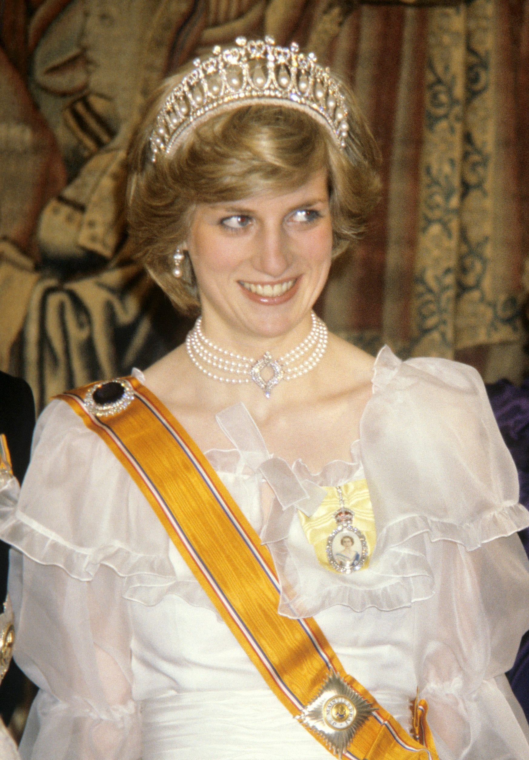 Princess Diana wearing the necklace at a state banquet for the Netherlands in 1982