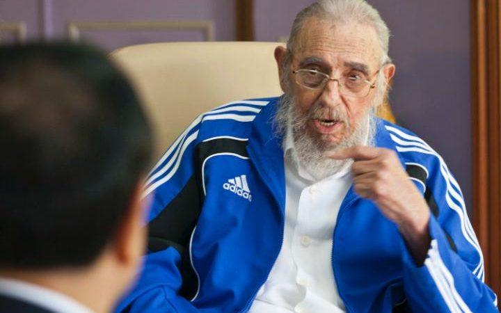 Cuba's former leader Fidel Castro talks with China's Premier Li Keqiang in Havana, Cuba, Sunday, Sept. 25, 2016