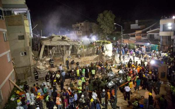Frantic search for children trapped in Mexican school ...