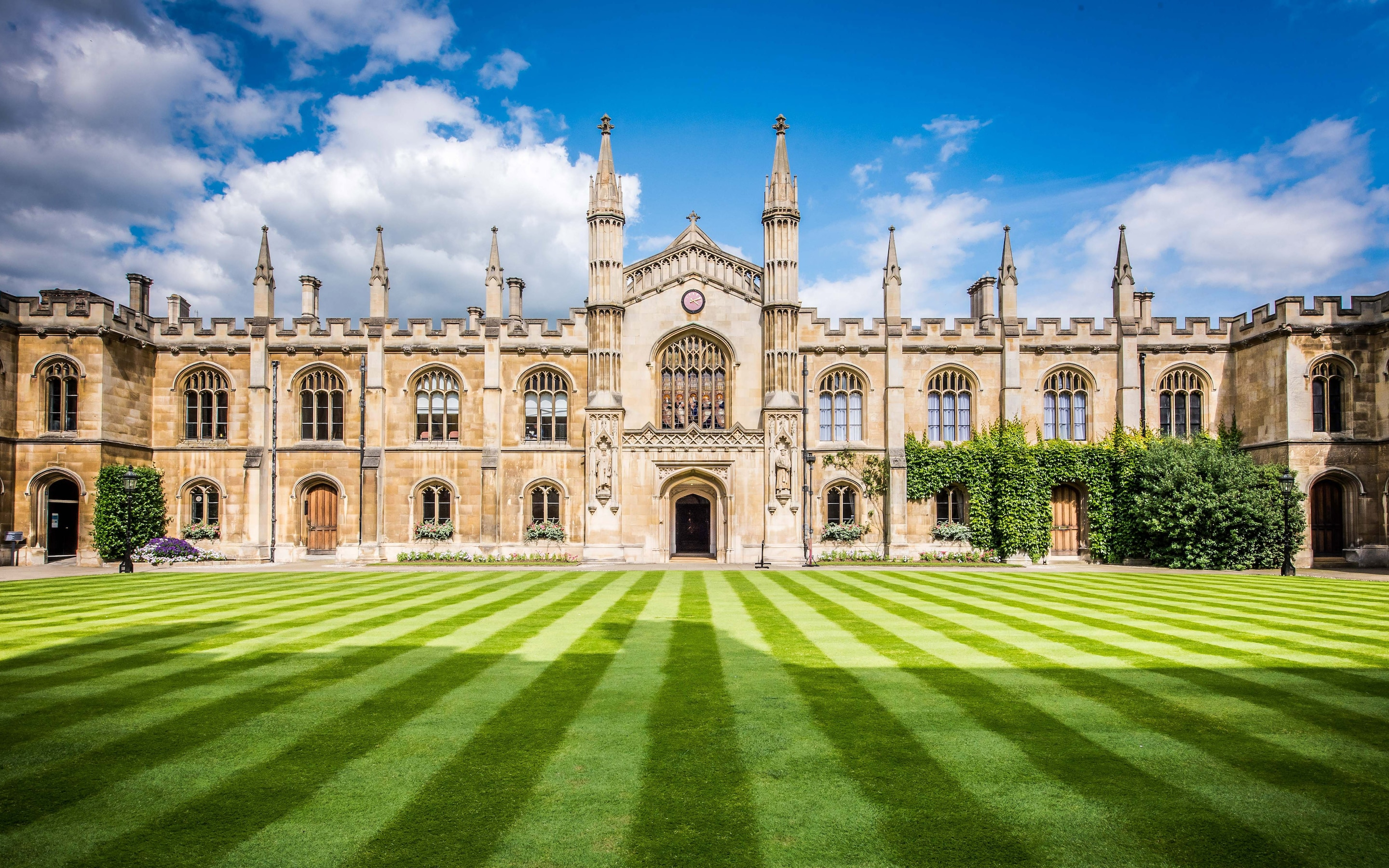 universitas terbaik di Inggris - University of Cambridge
