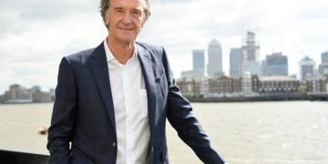 Britain's third richest man Sir Jim Ratcliffe wants to build luxury summer house on stilts at his 6m mansion
