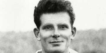 Cyril Robinson, last surviving member of the Blackpool football team who beat Bolton Wanderers in the fabled 1953 FA Cup final  obituary
