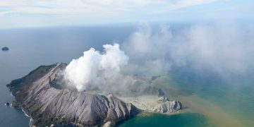 New Zealand volcano: Tourists 'unaccounted for' after eruption on White Island