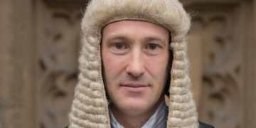 Old Bailey barrister helps break up fight at murder trial after man leaped into court from public gallery