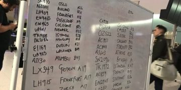 Heathrow staff write flight details on whiteboards after IT glitch