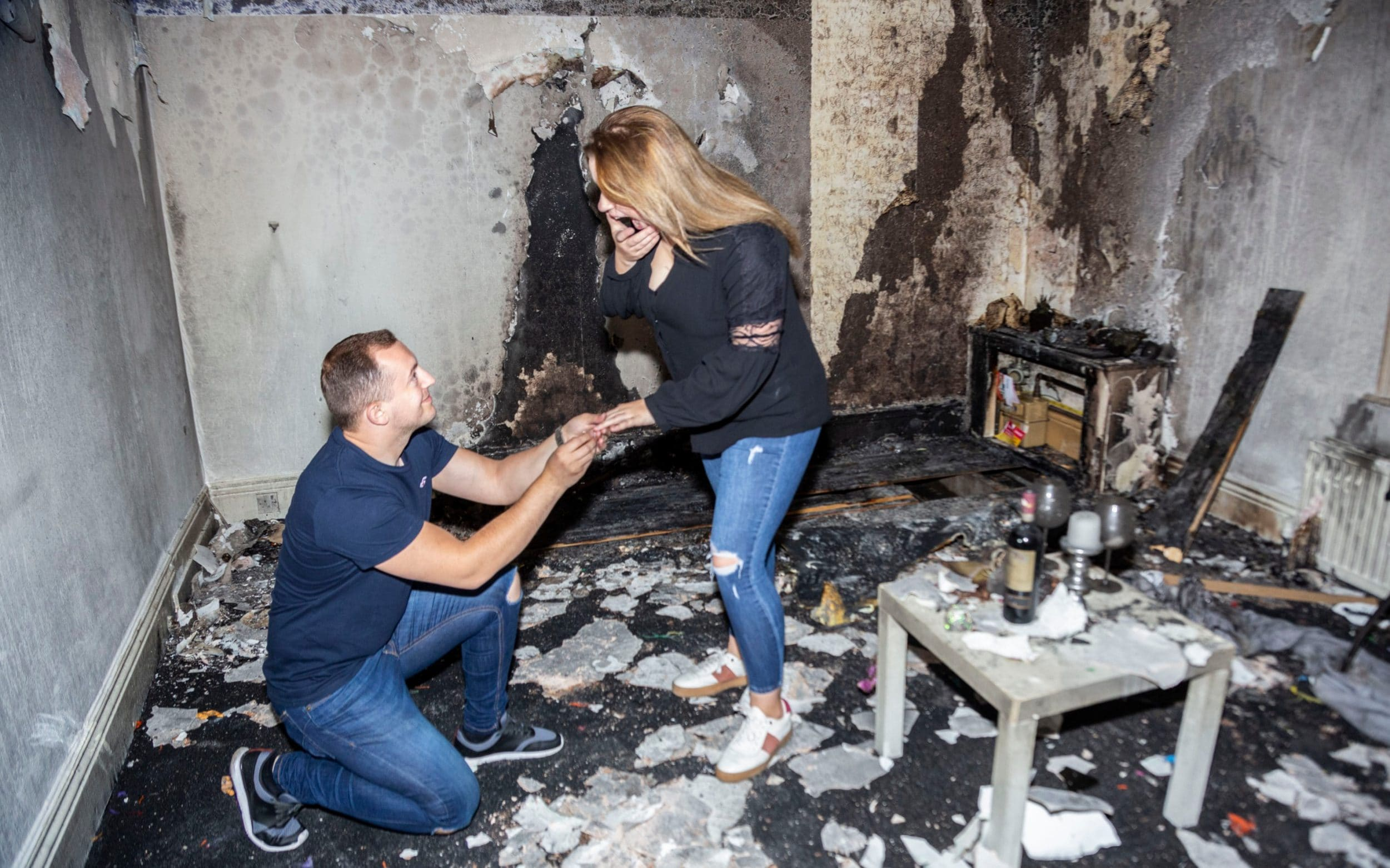 Photo of Man accidentally sets fire to his flat after using 100 tea lights to write 'Marry me?' for girlfriend