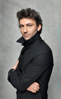 With his noble features and curly black locks, he would have been a perfect model for a Nazarene or Pre-Raphaelite painting of Jesus. This great German tenor has astonishing range, mastering everything from Bizet to Wagner with ease.