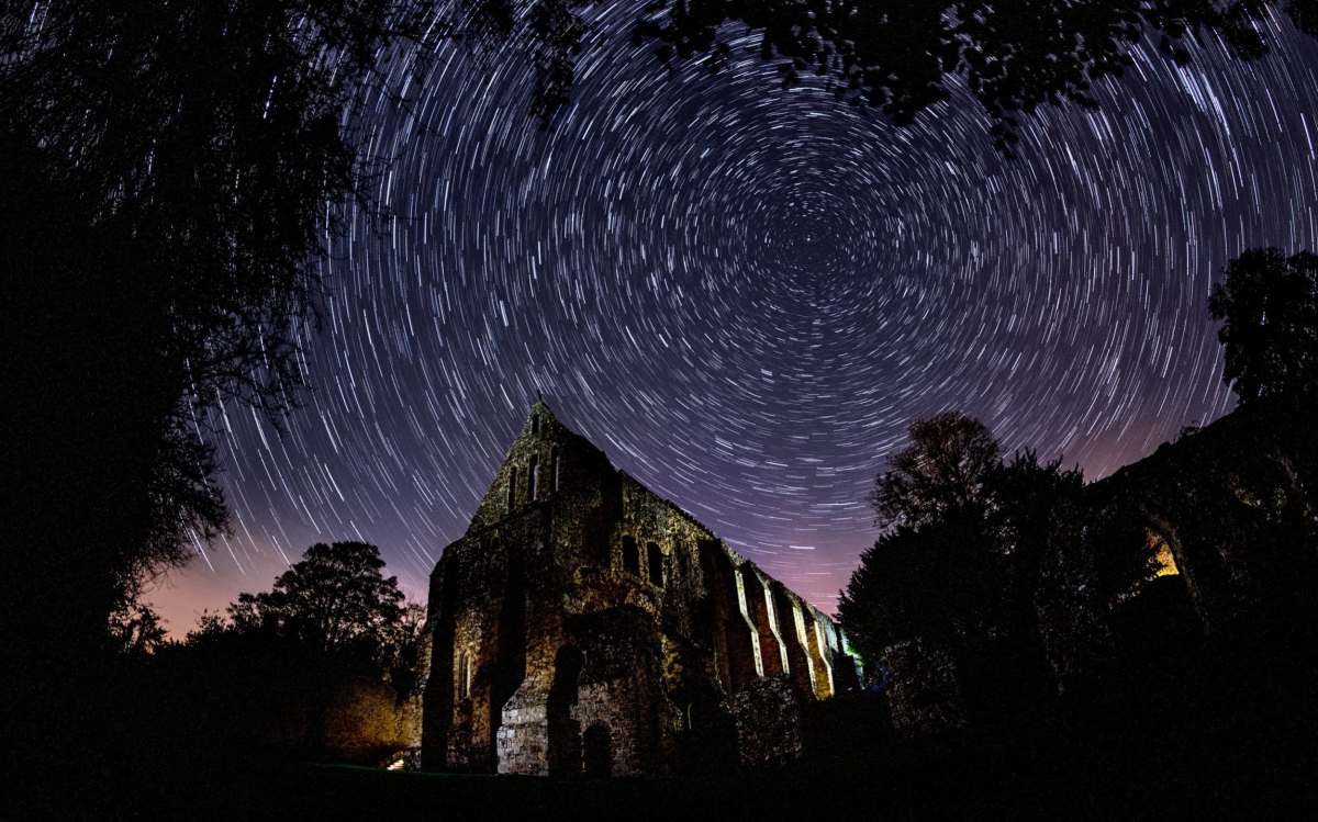 Draconids meteor shower above Battle Abbey