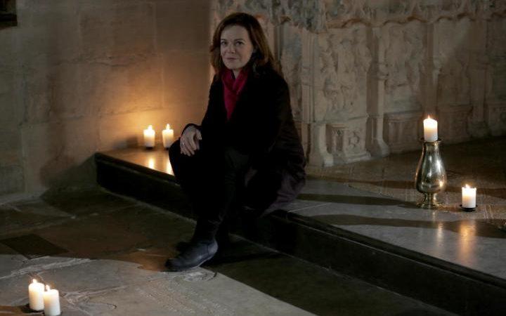 Presenter Helen Castor sat next to Shakepeare's grave