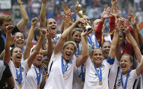 US women's football team sue over pay discrimination