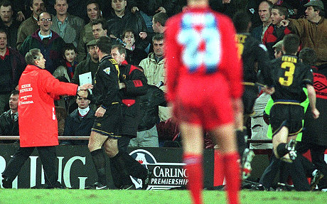 The fan supposedly shouted at him fu*k off back to france, you french motherfu*ker. Eric Cantona S Kung Fu Kick On Crystal Palace Fan Was A Moment Of Madness That Stunned The Football World