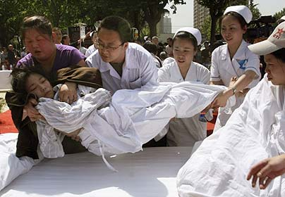 Helping the victims of Sichuan Earthquake