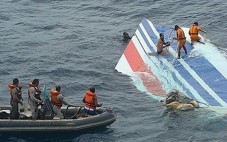 Divers recovering a huge part of the rudder of the Air France A330 aircraft: Air France crash: Investigators recover 29 bodies in total