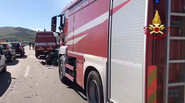 Traffico bloccato sulla A19 per un veicolo in fiamme tra Mulinello ed Enna