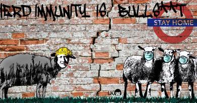 La street artist Laika trasforma Boris Johnson in pecora