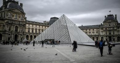 Riapre il Louvre, obbligo mascherine e distanziamento
