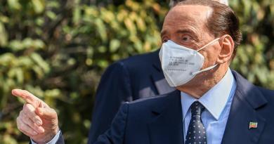 Berlusconi telefona a Toti, i complimenti del Cav