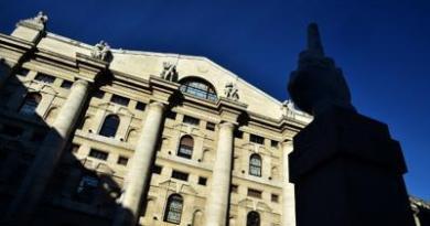 Borsa: Milano in rosso, forti vendite su Stellantis