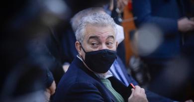 """Vaccino Pfizer, """"a Italia quasi 165mila dosi in meno"""""""