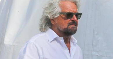 """M5S, Grillo: """"E' il momento di andare lontano"""""""