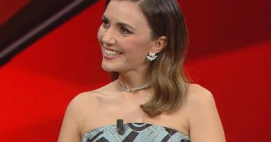 Sanremo 2021, Serena Rossi fa commuovere Amadeus