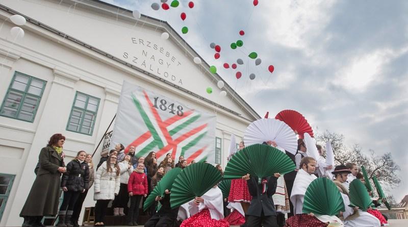 Városi ünnep március 15-én Pakson. Képünk illusztráció. Fotó: Babai István/Paksi Polgármesteri Hivatal/ archív