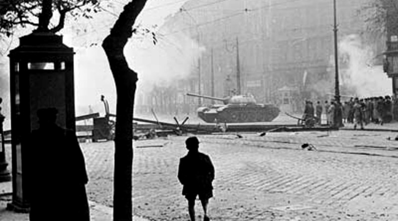Szovjet tank Budapesten 1956-ban. Fotó: Central Intelligence Agency/Wikipedia