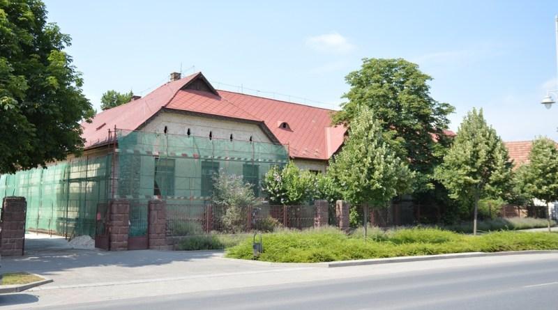 Paksi Deák Ferenc Általános Iskola alsó tagozatának épülete. Fotó: Szaffenauer Ferenc/Paksi Hírnök