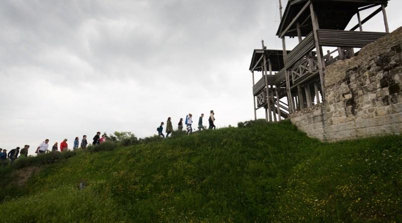 Turisztikai szakemberek a Lussoniumban. Fotó: Kövi Gergő/Paksi Hírnök