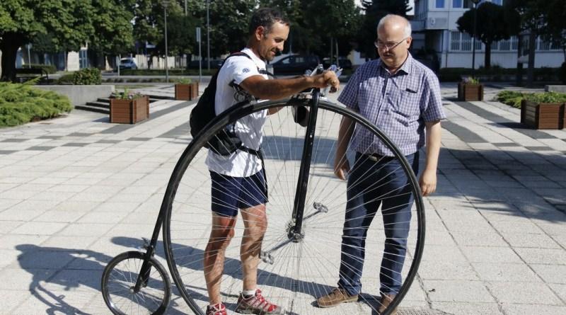 Barnabás István alpolgármester köszöntötte a sportolót. Fotó: Molnár Gyula