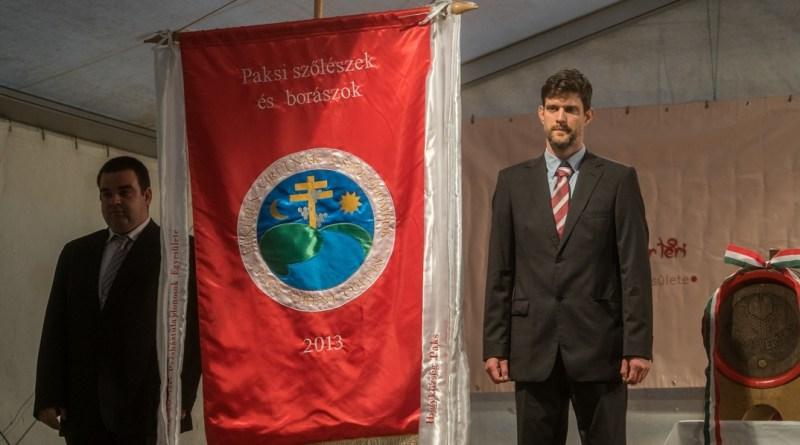Újboráldás a Sárgödör téren. Fotó: Babai István/Paksi Polgármesteri Hivatal